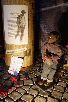 Kinder haben das Recht auf einen Namen und eine Staatszugehörigkeit; (Milieukrippe in Sankt Maria in Lyskirchen, Foto © lyskirchen)