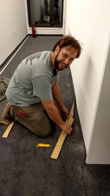 Foto: Andreas Ender, photo-art+painting | auch der Chef legte selbst noch Hand an ein Tag vor Eröffnung!