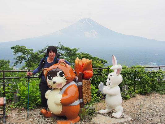 カチカチ山ロープウェイ山頂に到着☆    ご希望により記念写真(^^♪