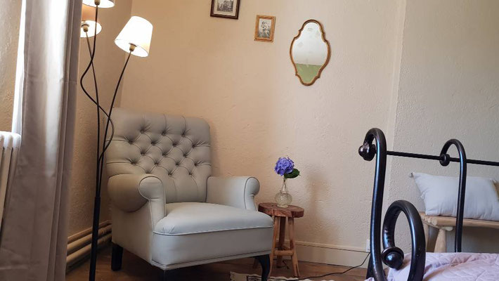 Chambre d'hôtes confortablement meublée