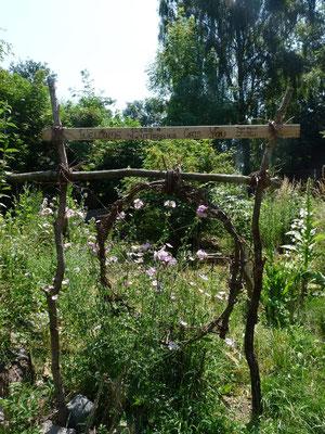 Der Garteneingang einer lieben Wildblumenfreundin.