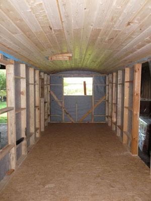 Der Hauptraum von innen. Noch fehlt die Dämmung und die Innenverschalung...