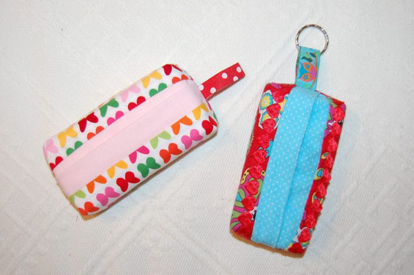 TaTüTas - fassen eine Packung Taschentücher un machen sich toll als Taschenanhänger.