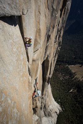 Alexandra climbing the 'Golden Desert' pitch 5.13a high up on El Capitan. Picture by Johannes Ingrisch @adidas outdoor