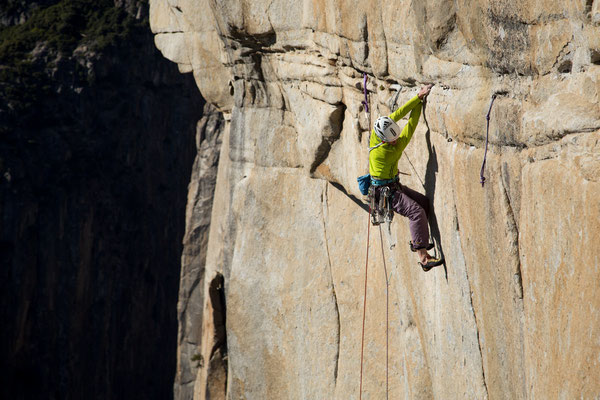 Alexandra traversing on the 'A5-Traverse' 5.13b. Picture by Johannes Ingrisch @adidas outdoor