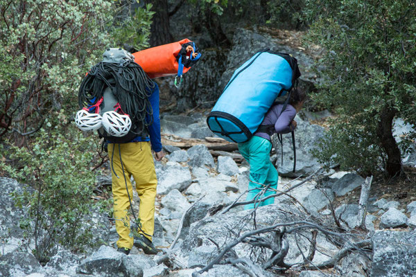 Walking the heavy bags to the base of El Capitan. Picture by Johannes Ingrisch @adidas outdoor