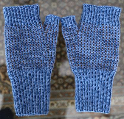 offene Damenhandschuhe (Biomerinowolle, Bioalpaka, Maulbeerseide, mit Nadelspiel 3mm gestrickt)