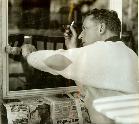 Günter Angermann bei der Arbeit 1966 - auch beim rauchen wird gearbeitet