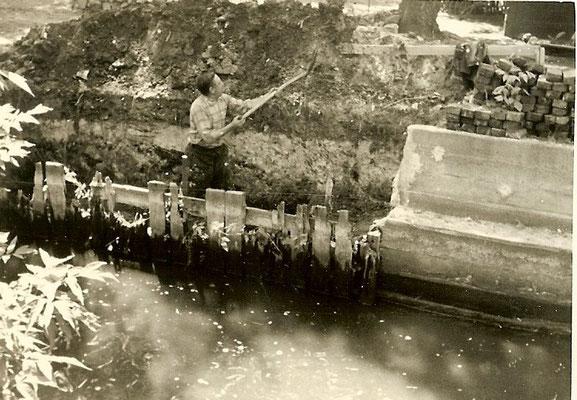 Juli 1962 - Arbeiten an der Betonmauer am großen Slip