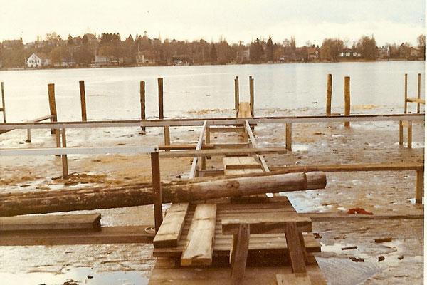 Die Holzpfähle werden durch Stahlpfähle ersetzt 1971