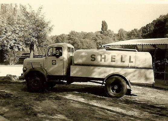 Shell Tankwagen liefert Sprit für die Boote 1964