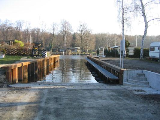 Oktober 2004 - Die neue Rampe ist bis auf den Anstrich fertig
