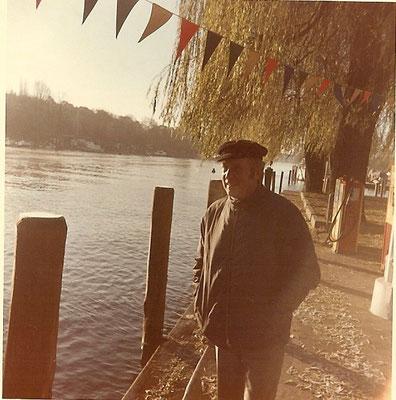 Günter Angermann an der Havelsteite an unserer Tankstelle im November 1971