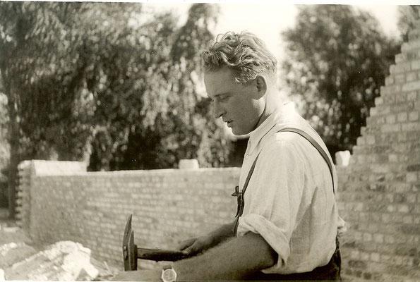 Günter Angermann beim Hallenbau 1951