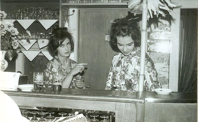 Genervte Bardame in unserer Kantine 1963