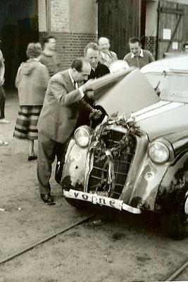 Ostermontag 1957 - Das Auto soll in die Kantine....