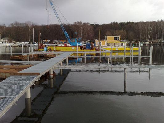 Ende Januar 2009 - Der Stegbelag wird aufgebaut