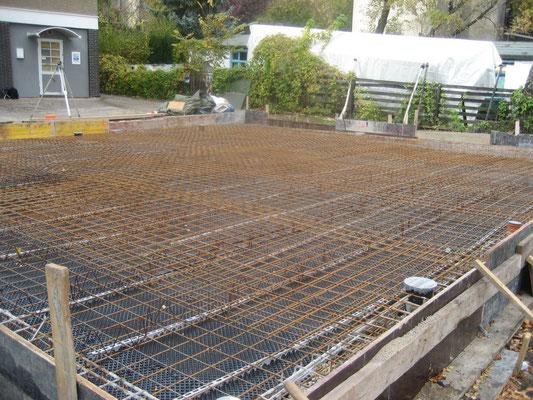 Oktober 2007 - Die Armierung für das Fundament der Halle