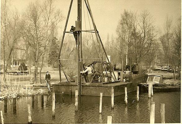 Rammarbeiten am Pichelssee für neue Bootsstände 1954