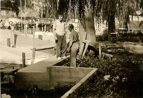 Mitarbeiter beim Betonieren der neuen Buhne 1961