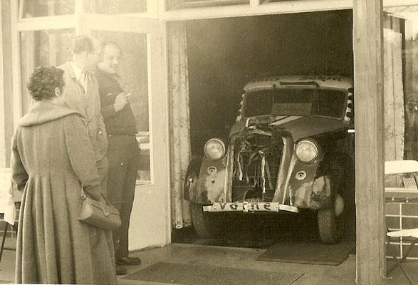 Ostermontag 1957 - Auto steht in der Kantine......