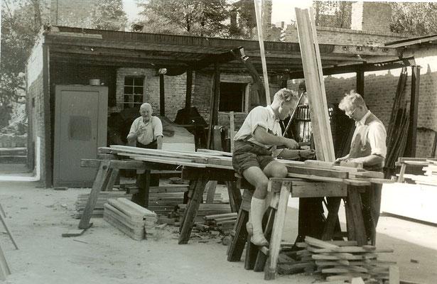 Zimmermannsarbeiten für die neuen Hallen 1951