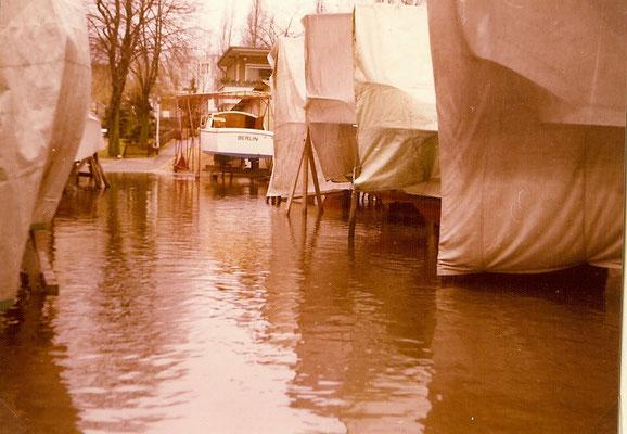 Hochwasser am 07. Januar 1975 - das Wasser stand fast bis zur Schranke am Haus