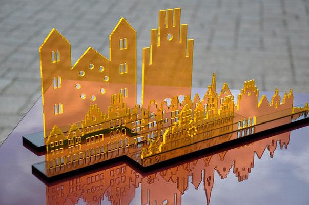 """Fotografie von Plexiglas Silhouetten, Motiv Dom und Prinzipalmarkt. Funkenflug Design aus Münster für """"Münster Souvenirs""""."""