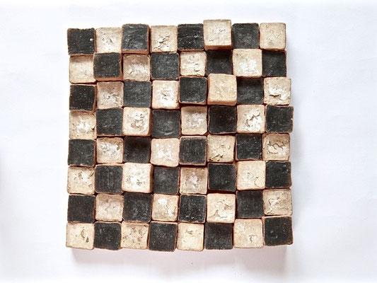 Scacchiera Complicata, 2000 terracotta, engobbi, smalto cm 28x28