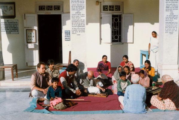 During a prayer with Prabhudasbhai Gandhi (spinning) and his family at Kirti Mandir, Gandhi's birthplace in Porbandar, Gujarat, 1991.