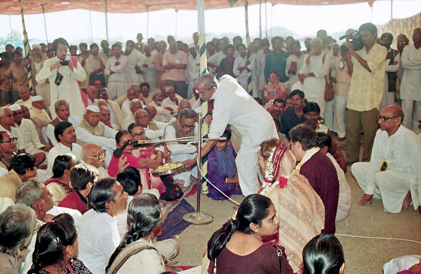 Bride and groom in front of the witnesses of the wedding ceremony, Savarkundla, Gujarat, 1994.