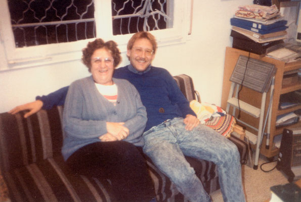With Dr. Isa Sarid, the niece of Dr. Hermann Kallenbach, in her house in Haifa, Israel, 1989.