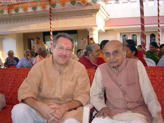 Peter Rühe and Vithalbhai at Rashtriyashala, Rajkot, 2004