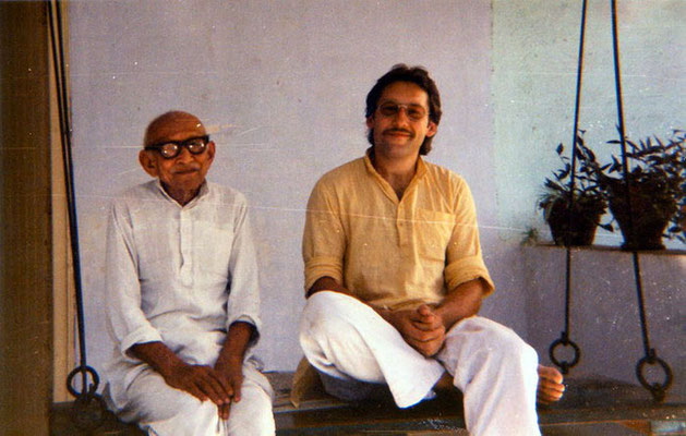 Peter Rühe and his mentor, Gandhi's grand nephew, Prabhudasbhai Gandhi, Rajkot, 1986