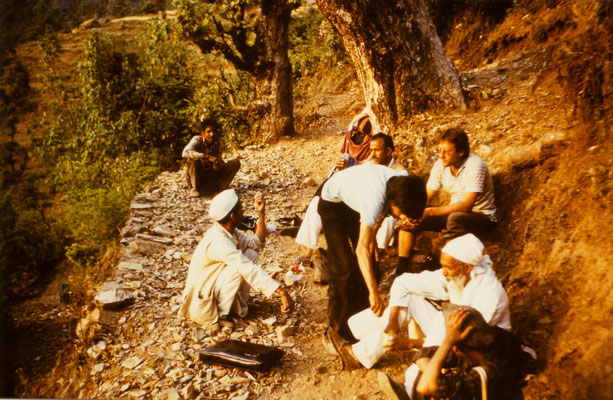 During a break of the treck which was done without money and food, 1985. Front right: Sunderlal Bahuguna.