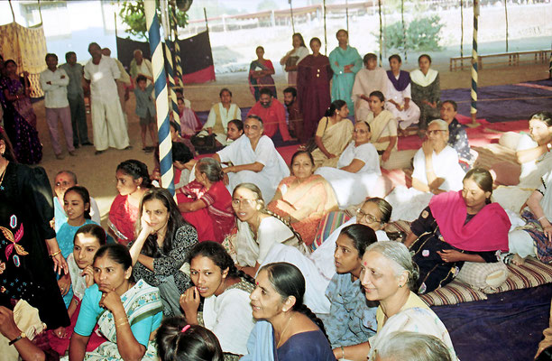The witnesses of the wedding consisted of about 2000 veteran freedom fighters and sarvodaya workers, Savarkundla, Gujarat, 1994.