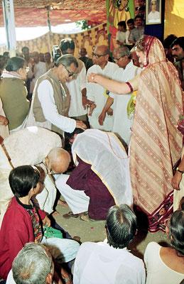 Receiving the blessings from veteran freedom fighter and mentor, Prabhudasbhai Gandhi and his daughter, Indira, after the wedding ceremony during the Sarvodaya Sammelan, Savarkundla, Gujarat, 1994.