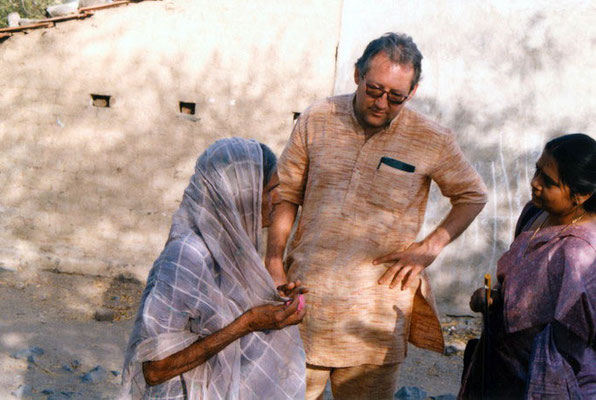 Peter Rühe and teacher Saroj Goda talking to a surviving victim after the Gujarat Earthquake, 2001