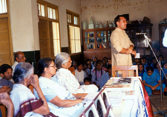 "Peter Rühe during the prize distribution function of the first drawing competition ""Mahatma Gandhi – As I See Him"" at the Gandhian school Kadvibhai Virani Kanya Vidyalay at Rajkot, 1991"