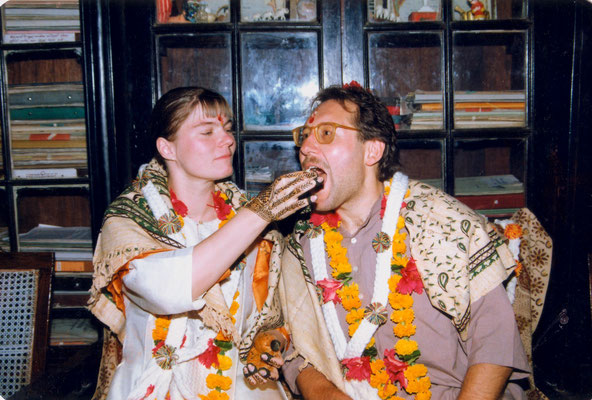 Engagement ceremony with Susanne in the house of Madalsabehn Bajaj in Gopuri, India, 1993.