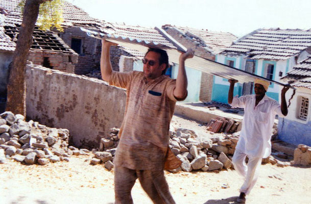 Peter Rühe carries corrugated iron sheets to victims of the Gujarat Earthquake, as part of GandhiServe's Relief Campaign, Mahendrapur/Gujarat, 2001