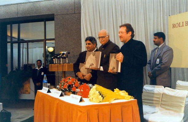 "Peter Rühe with guest of honour, L.K. Advani, and publisher Pramodh Kapoor, during the release of his photo biography ""Gandhi"" at the India International Centre, Delhi, 28 January 2002"