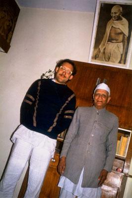 With veteran ashramite Anand Hingorani, New Delhi, 1989.