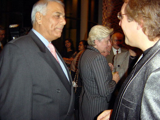 Peter Rühe talking to Indian finance minister, Yashwant Sinha, at Berlin, 2002