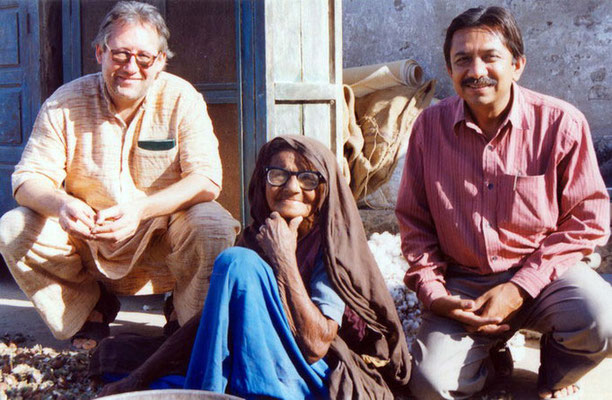 Peter Rühe with his friend Yogesh Goda and a surviving victim of Gujarat Earthquake in village Mahendrapur that has been helped by GandhiServe's Relief Campaign, 2001