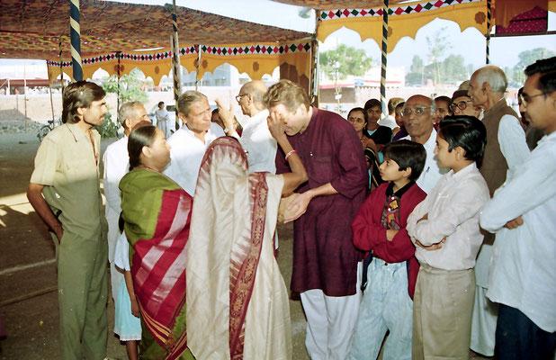 The bridegroom receives a welcome at the wedding ceremony during the Sarvodaya Sammelan, Savarkundla, Gujarat, 1994.