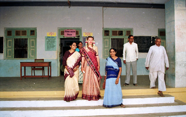 The bride is getting ready for the wedding ceremony, Savarkundla, Gujarat, 1994.