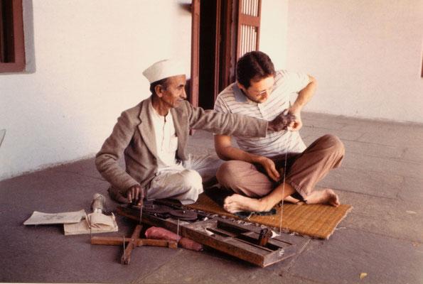 Learning spinning from Mangaldasbhai at Gandhi Ashram, Ahmedabad, 1986.