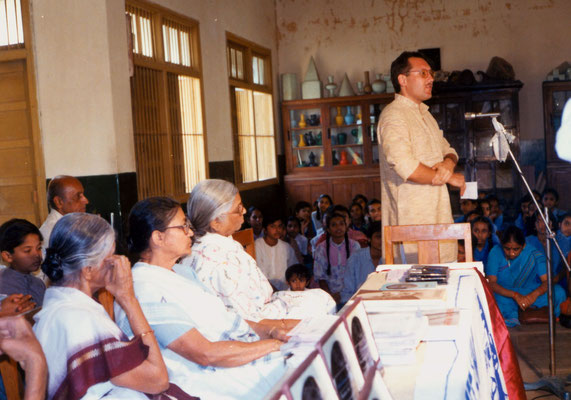 During the prize distribution function of the drawing competition at KVKV, Rajkot, 1991. Second left: Juror Abhabehn Gandhi.