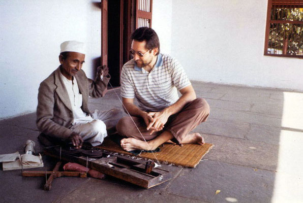 Peter Rühe and spinning instructor Mangaldas on the terrace of Gandhi's house at Sabarmati Ashram, Ahmedabad, 1986